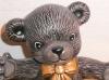 Sitzender Teddy mit Schleife